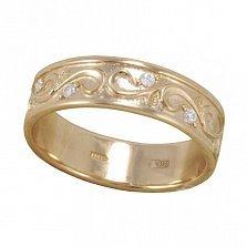 Золотое обручальное кольцо Особенный шаг с широкой узорной шинкой и фианитами