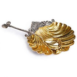 Серебряная икорница Нереида в форме ракушки с позолотой