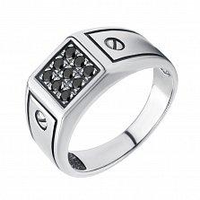 Серебряный перстень-печатка Бруно с гравировкой на шинке в виде шляпки болтика и черными фианитами