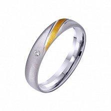 Золотое обручальное кольцо Гармония стиля с фианитом