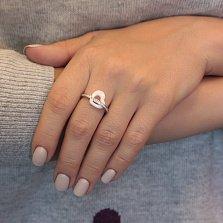 Серебряное кольцо Сердечная нежность с белой керамикой и фианитами